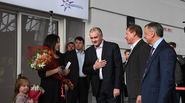 krymskaya-volna-vstretila-pervyh-passazhirov