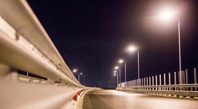 na-krymskom-mostu-protestirovali-osveshhenie-avtodorogi