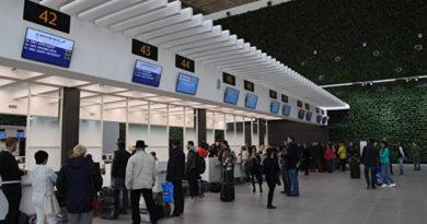v-aeroportu-simferopol-passazhiram-predlagayut-vernut-dolgi