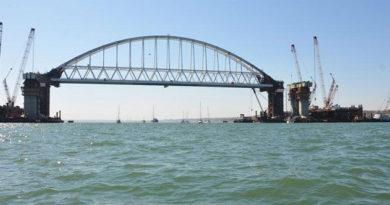 na-avtopodhode-k-krymskomu-mostu-so-storony-kerchi-zavershaetsya-ustanovka-dorozhnyh-znakov