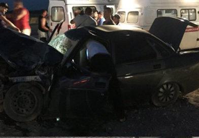 На керченской трассе столкнулись грузовик и легковушка: есть пострадавшие
