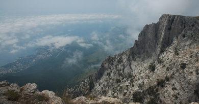 sotrudniki-mchs-spasli-poteryavshihsya-v-krymskih-gorah-turistov