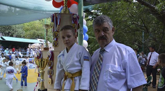 v-gaspre-yalta-sostoyalsya-vosmoj-traditsionnyj-turnir-po-dzyudo-i-sumo-krymskij-suvenir