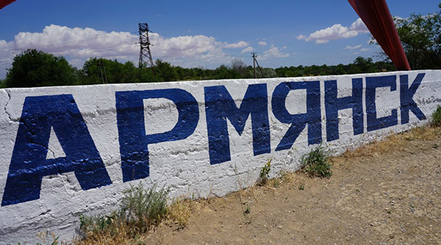 na-gazonah-v-armyanske-posle-vybrosa-veshhestv-poyavilis-mertvye-ptitsy