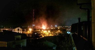 v-tsentre-simferopolya-gorel-odnoetazhnyj-zhiloj-dom