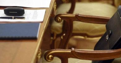 kadrovyj-vopros-aksenov-prinyal-otstavku-ministra-finansov-kryma