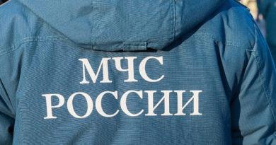 krymskie-spasateli-posle-pochti-sutok-poiska-evakuirovali-upavshuyu-v-gornuyu-rasshhelinu-turistku