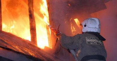 spasateli-evakuirovali-bolee-20-chelovek-iz-goryashhego-doma-v-bahchisarajskom-rajone