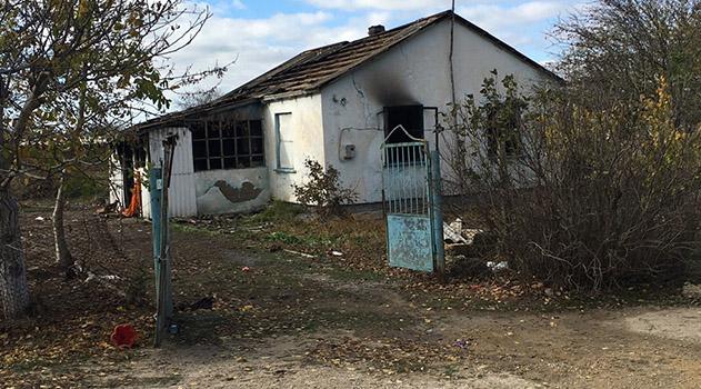 v-krymskom-sele-v-goryashhem-dome-pogib-grudnoj-rebenok
