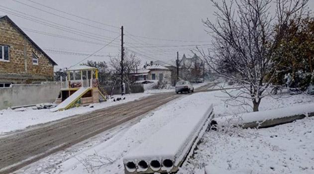 zanoyabrilo-v-krymu-poshel-sneg