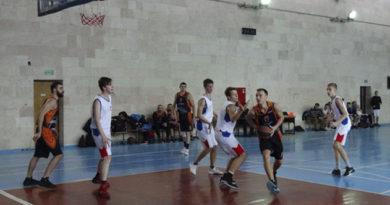 dve-komandy-idut-bez-porazhenij-posle-vosmi-turov-v-muzhskom-basketbolnom-chempionate-kryma