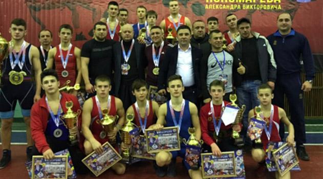 komanda-krasnogvardejskogo-rajona-vyigrala-turnir-po-borbe-v-chest-trenera-aleksandra-ponomaryova