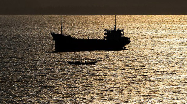 Пираты потребовали выкуп за захваченных у берегов Африки российских моряков