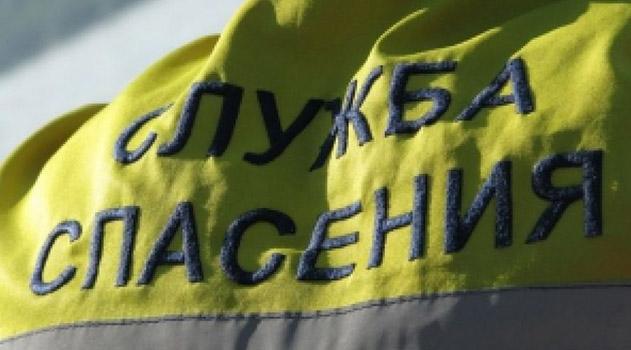 v-yalte-molodaya-devushka-popala-pod-kolesa-avtomobilya