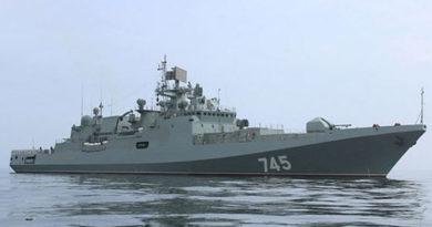 fregat-chf-admiral-grigorovich-otrabotal-ucheniya-pvo-sovmestno-s-morskoj-aviatsiej