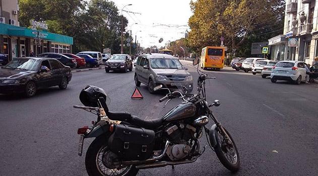 gluhaya-probka-v-tsentre-stolitsy-kryma-sbili-mototsiklista