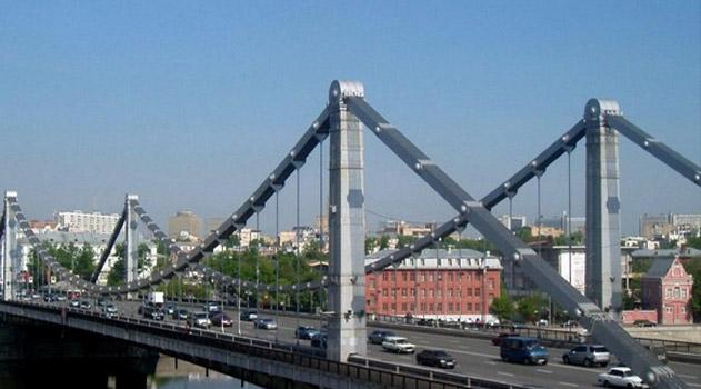 s-opory-krymskogo-mosta-snyali-muzhchinu