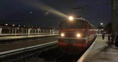 v-krym-pribyl-pervyj-passazhirskij-poezd-tavriya