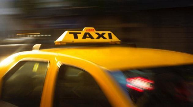 vyhvatil-dengi-i-uehal-simferopolskij-taksist-ograbil-pensionera
