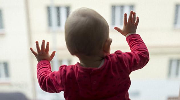 v-sevastopole-mladenets-vypal-iz-okna
