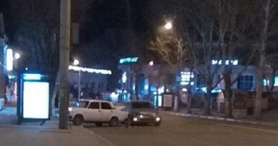 utrom-v-simferopole-legkovushka-posle-dtp-zaehala-na-umnuyu-ostanovku