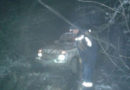 В Крыму двое человек на машине в горах увязли в грязи