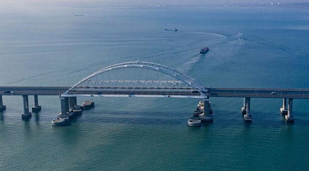 zapushheno-dvizhenie-gruzovyh-poezdov-po-krymskomu-mostu