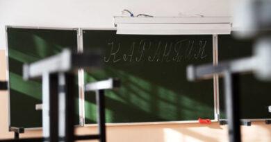 aksenov-prokommentiroval-sluhi-o-zakrytii-krymskih-shkol-osenyu