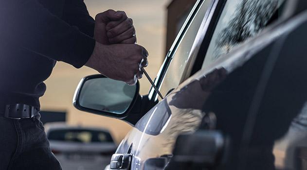 rossijskim-politsejskim-mogut-razreshit-vskryvat-avtomobili
